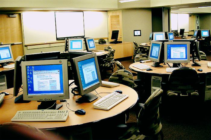 Photo of a computer lab.