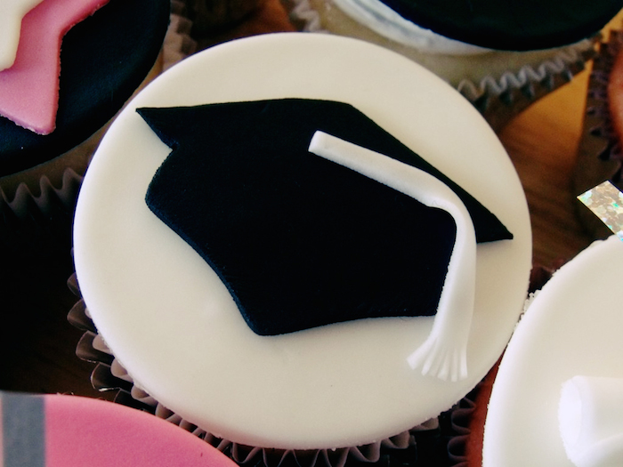 Cupcake decorated with a graduation hat.