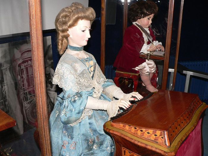 Photo of the Jaquet-Droz automata, a series of dolls: a writer, draughtsman and musician.